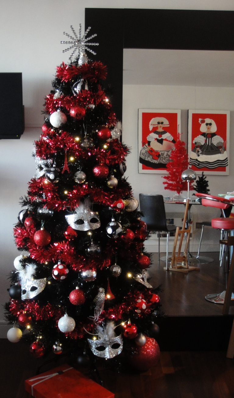 Red and black Christmas tree with venetian masks, Eiffel towers, red, silver and white decorations.