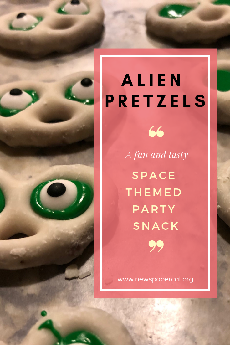 Space themed party snacks and alien party food ideas.